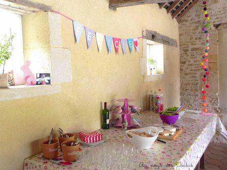 Baptême déco buffet livret de messe sachets dragées Au pays des Cactus 9