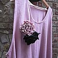 Robe HENRIETTE en lin rose buvard taille 60 et fleurs EVELYNE, l'une en lin noir, l'autre en lin rose buvard (2)