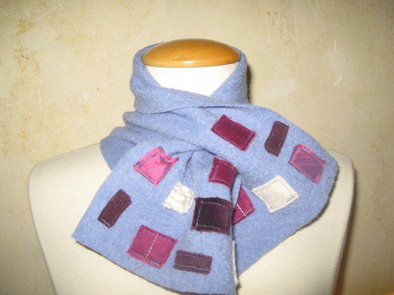 foulard ras du cou ciel et carrés écru prune fushia
