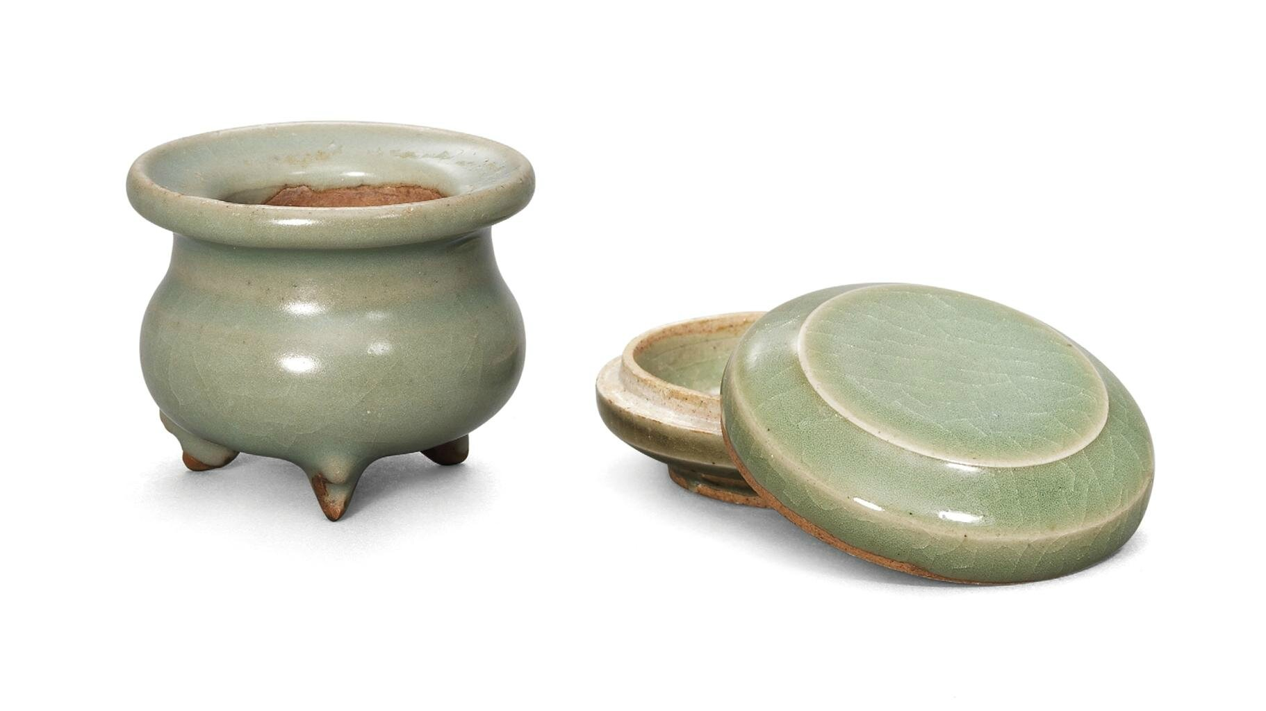 A small green Jun censer and a green Jun box and cover, Jin-Yuan dynasty (1115-1368)