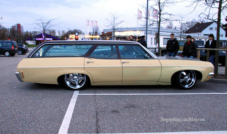 Chevrolet_townsman_station_wagon__Rencard_Burger_king_avril_2010__02