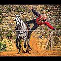Voltige équestre (cie capalle) fête médiévale du château de talmont en vendée