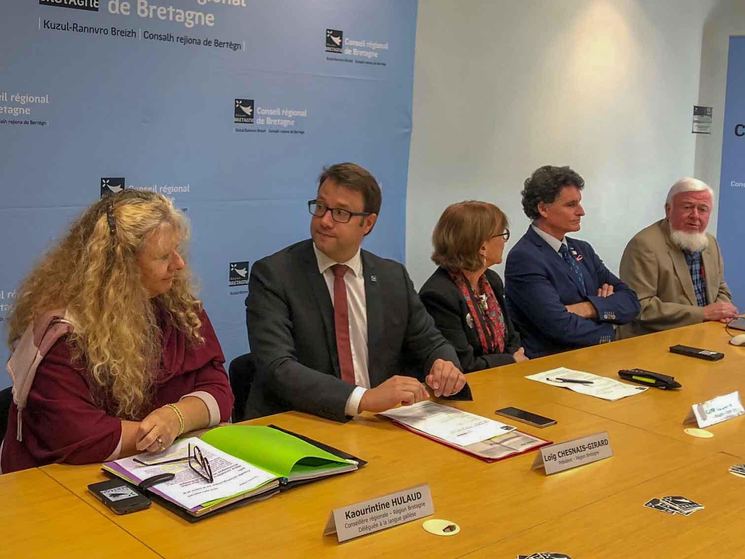 """Nouveau sondage """"langue bretonne"""" : stabilité apparente des locuteurs déclarés, diminution des locuteurs effectifs"""