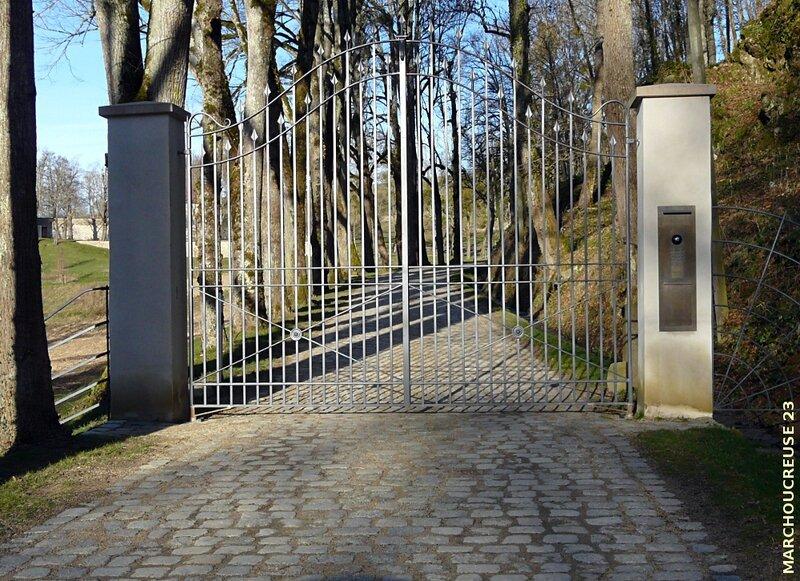 Rougnat_chateau_Bodeau_portail