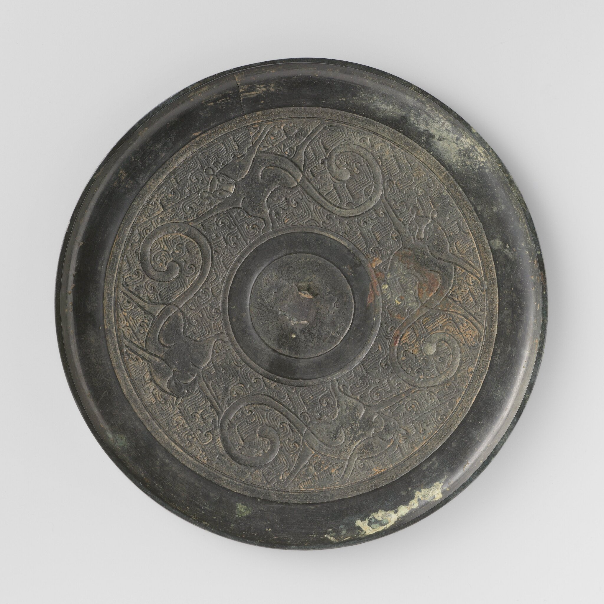 Bronze mirror decorated with four monkeys, Warring States Period, 400-200 BCE