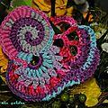 Spirales défi crochet freeform - étui à portable -