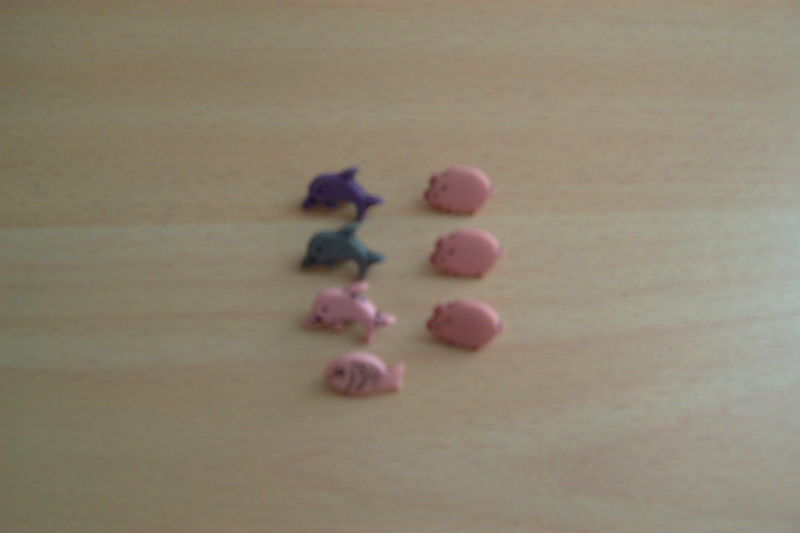 petits boutons enfants ou autre 3 dauphins, 1 poisson, 3 cochons