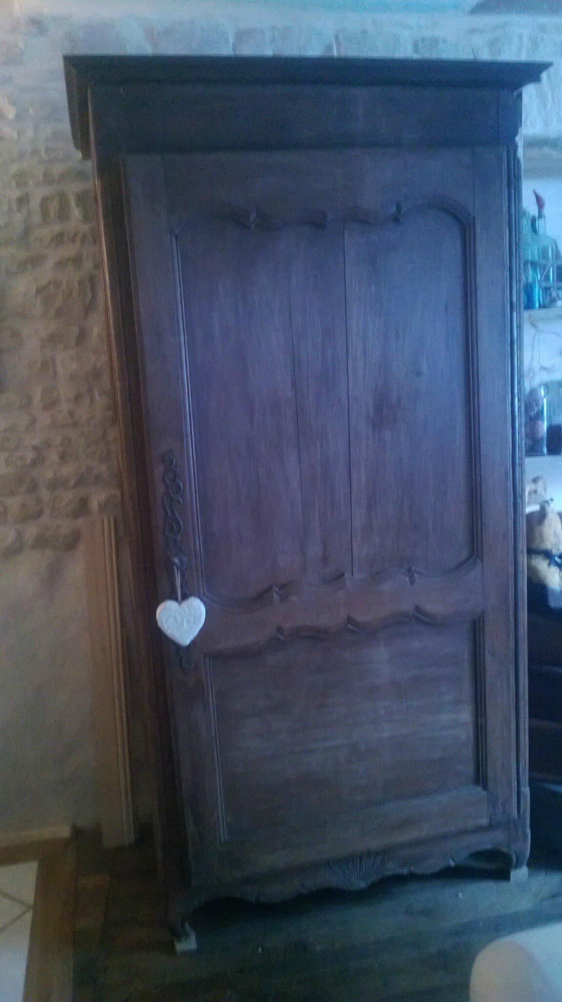 Voilà une vieille armoire ,qui soit disant était irrécupérable...