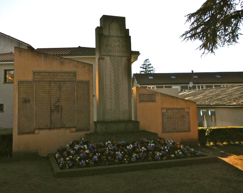 Monument aux morts St-Julien 28 mars 2014 (2)