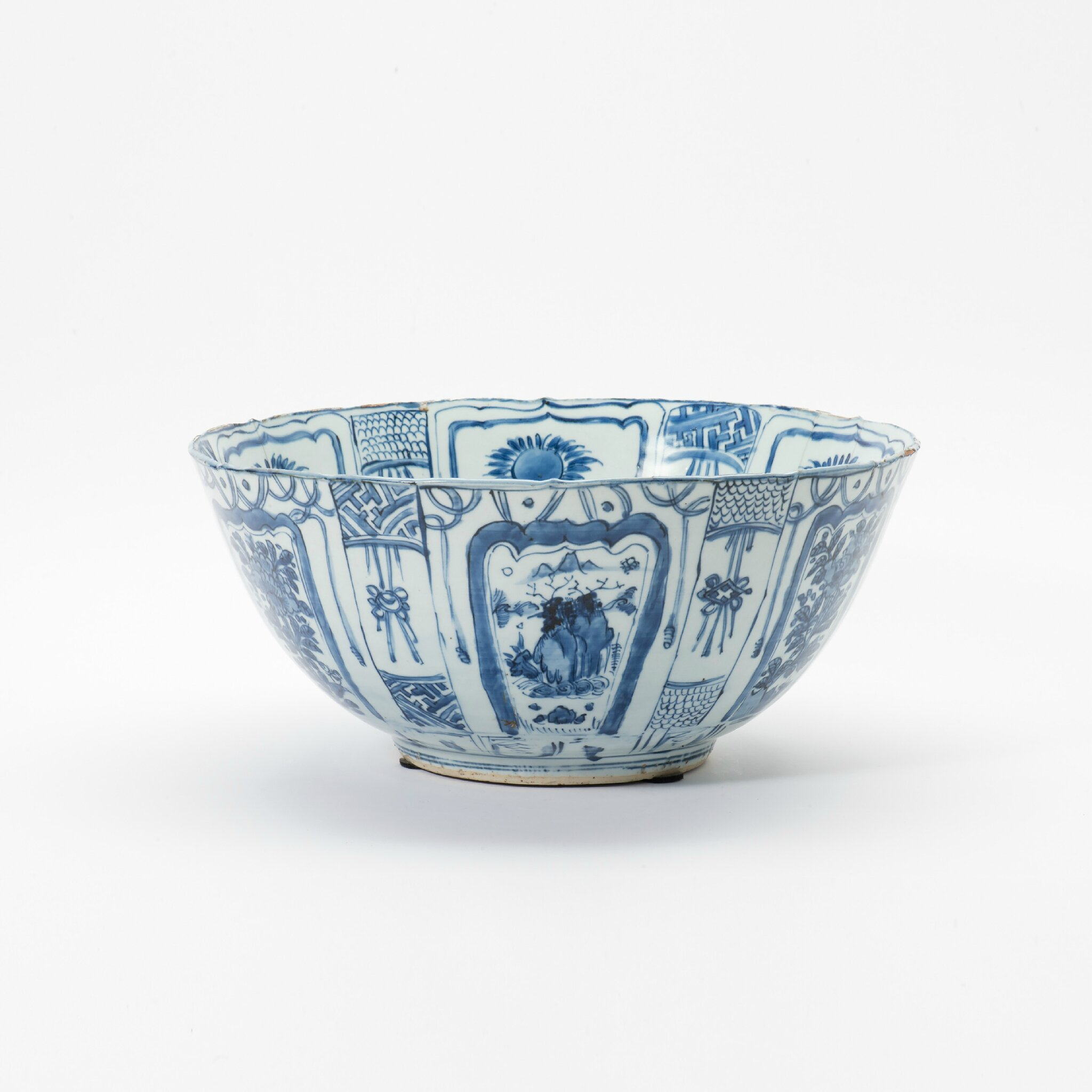 A large Kraak porcelain bowl, Wanli period (1573-1619)