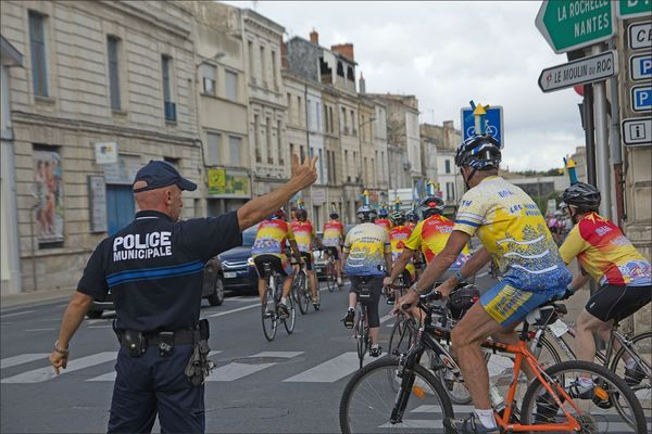 Niort cyclos parade Vendée moulin police 120812
