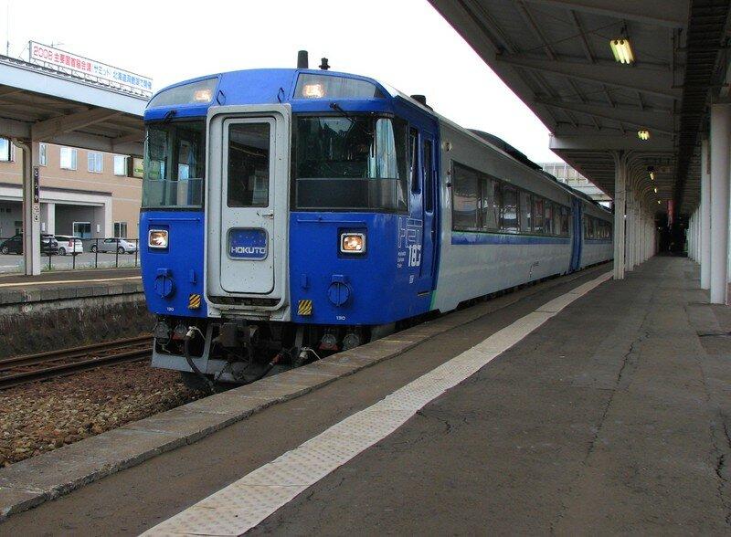 JR DC 183 'Hokuto' at Toya station