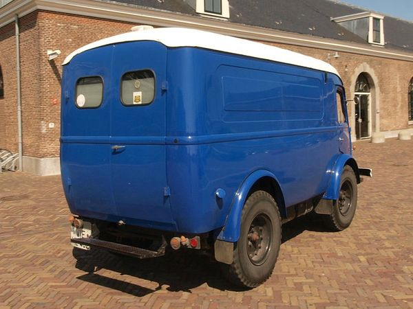 800px-Renault_Goelette_(1954),_German_licence_registration_VIE-HL_462_pic5