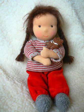 Emilie avec ours dans bras