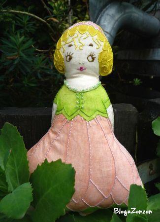 poupée chiffon vintage brodée