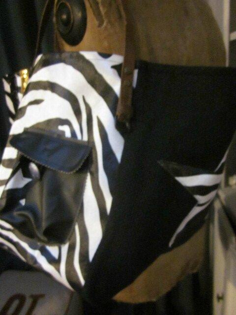 Sac FELICIE n°36 en simili cuir imprimé zèbre et lin noir (5)