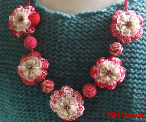 Collar_flores_rojas_2