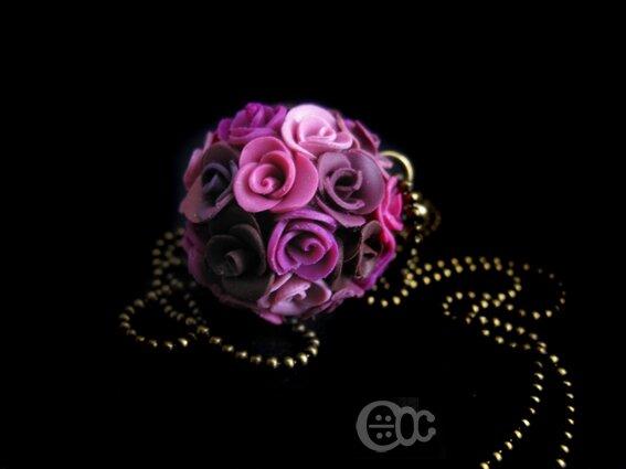 Sautoir boule roses camaïeu rose-violet