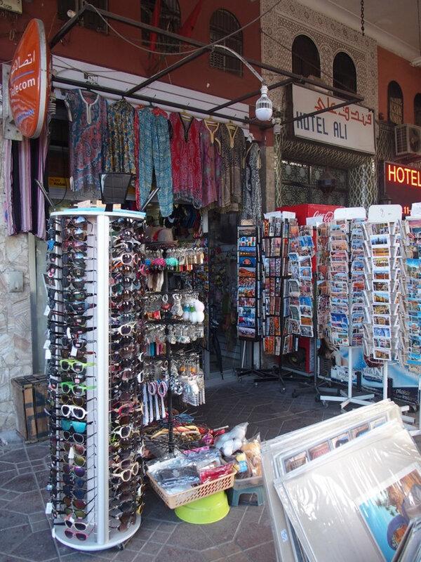 14 le petit bazar à touristes