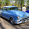 Oldsmobile super 88 4door sedan de 1953 (Retrorencard avril 2011) 01