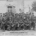 Soldats_quittant_la_caserne_comp