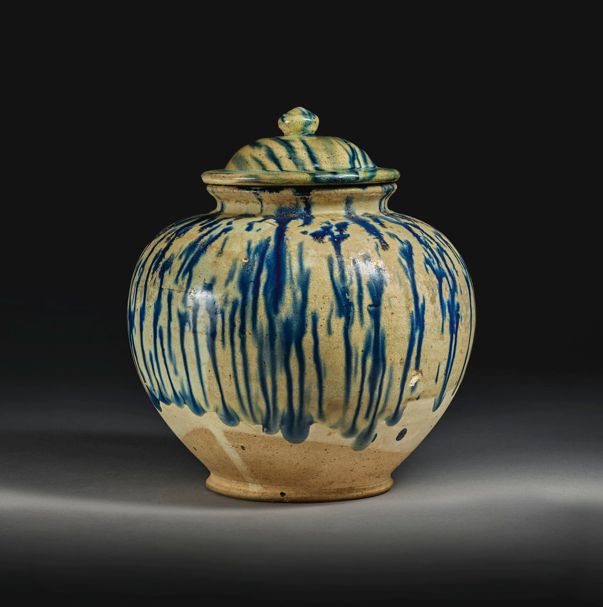 A blue splashed pottery jar and cover, Tang dynasty (618-907)