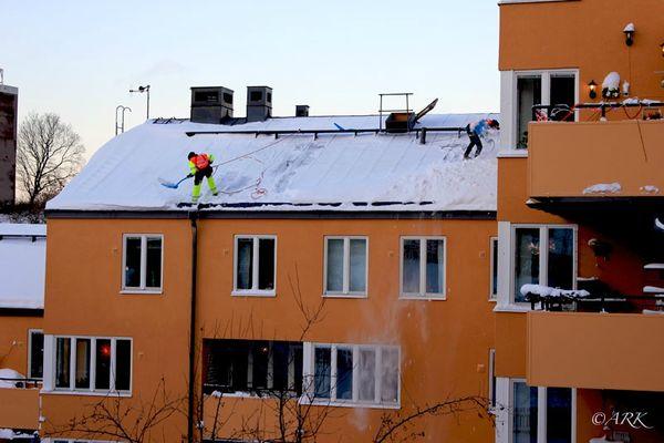 Deux hommes sur le toit