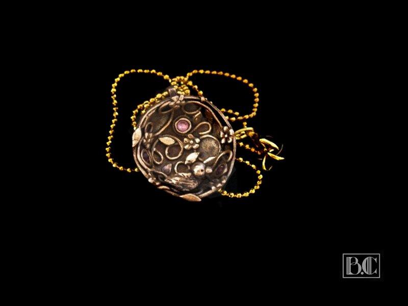 Pendentif nichoir rond bronze doré face