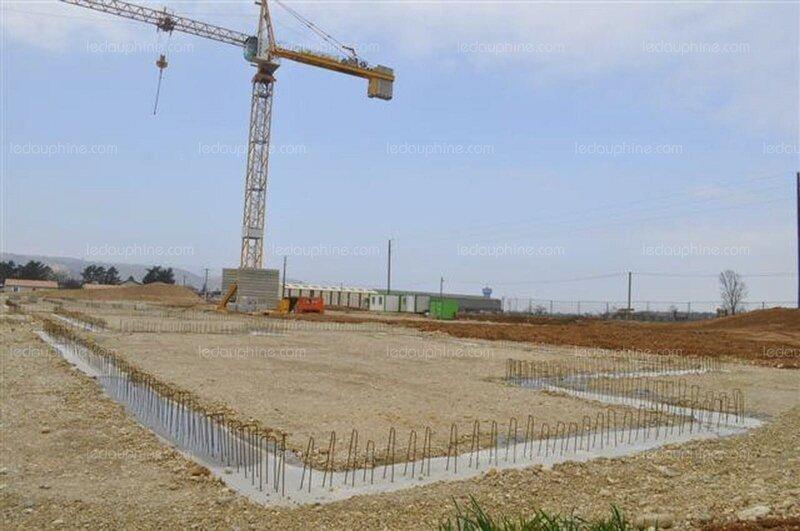 le-chantier-du-nouveau-groupe-scolaire-situe-quartier-de-fixemagne-a-la-sortie-de-saint-rambert-d-albon-ont-ete-arretes-il-y-a-quelques-jours-seuls-les-travaux-de-terrassem (2)