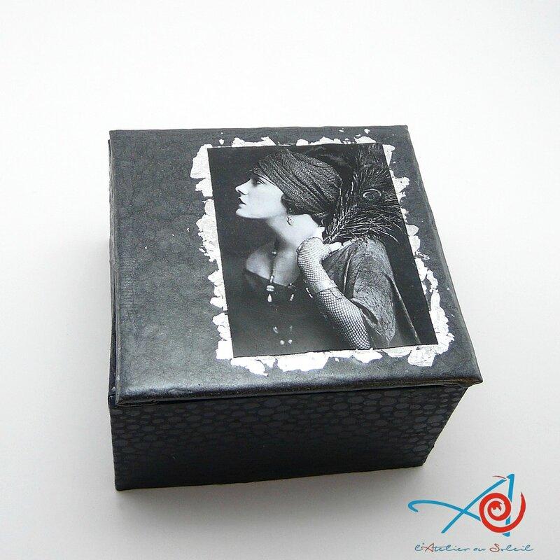 Boîte paon noire 2 (Copier)