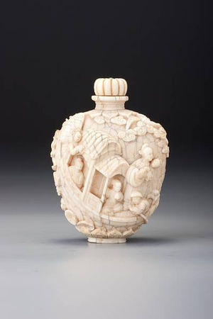A_carved_ivory__Legend_of_the_White_Snake__snuff_bottle3