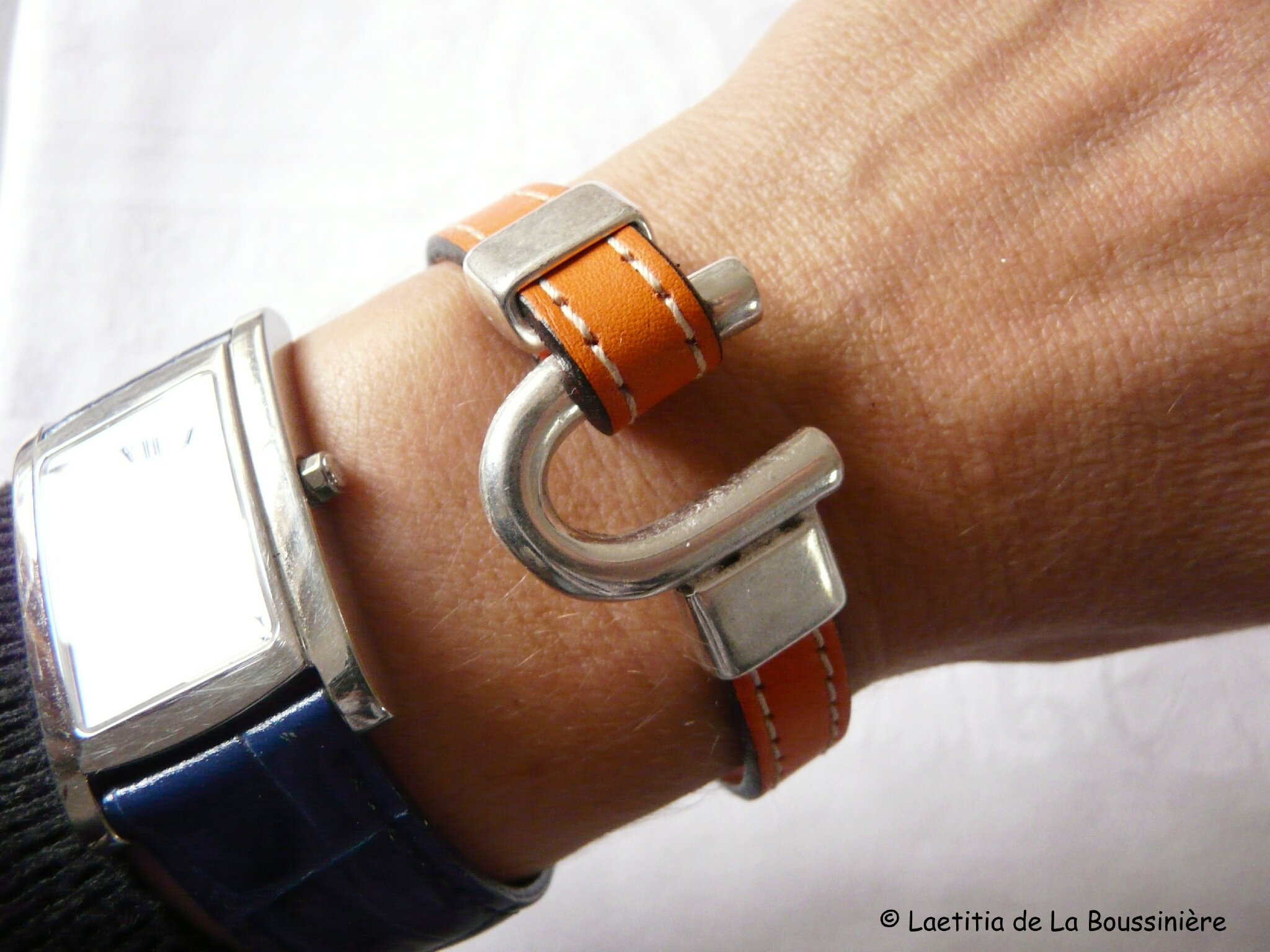 Bracelet Etrier (orange) porté