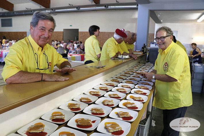 CASSAGNABERE_TOURNAS_repas_des_confreries_Patrck_Beauchet_composant_le_dessert