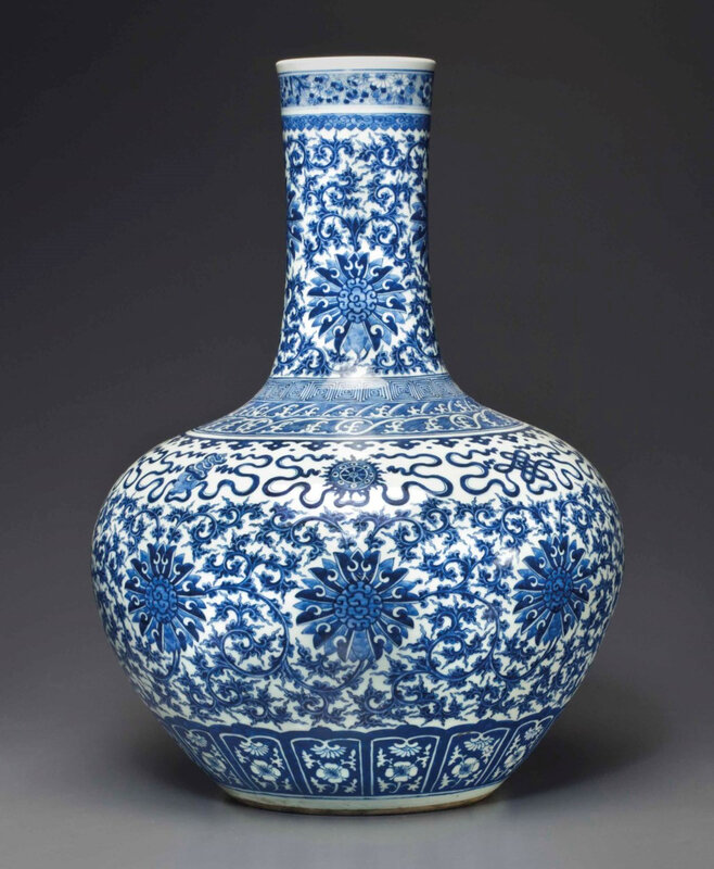 2013_NYR_02726_1331_000(a_large_blue_and_white_bottle_vase_late_19th_early_20th_century)