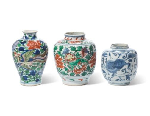 A group of twowucaijars and a blue and white jar, Ming dynasty, 16th-17th century