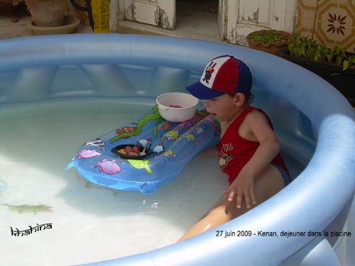 2009-06-27 Dejeuner dans la piscine