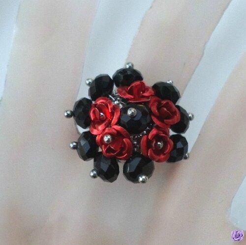 Bague Fleur Perles Crystal Facetté Noir Rose Métal Rouge Anneau Métal Argenté Ajustable