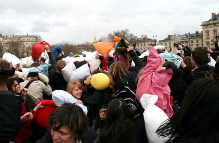 Pillow_Fight_2010_2553