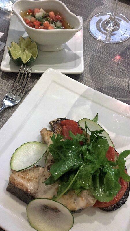 2016 03 09 (54) - restaurant La Table de Marcel à Fort-de-France - daurade, aubergine, courgette et tomate à la plancha sauce chien