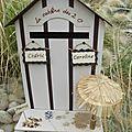Une urne de mariage en cabine de plage