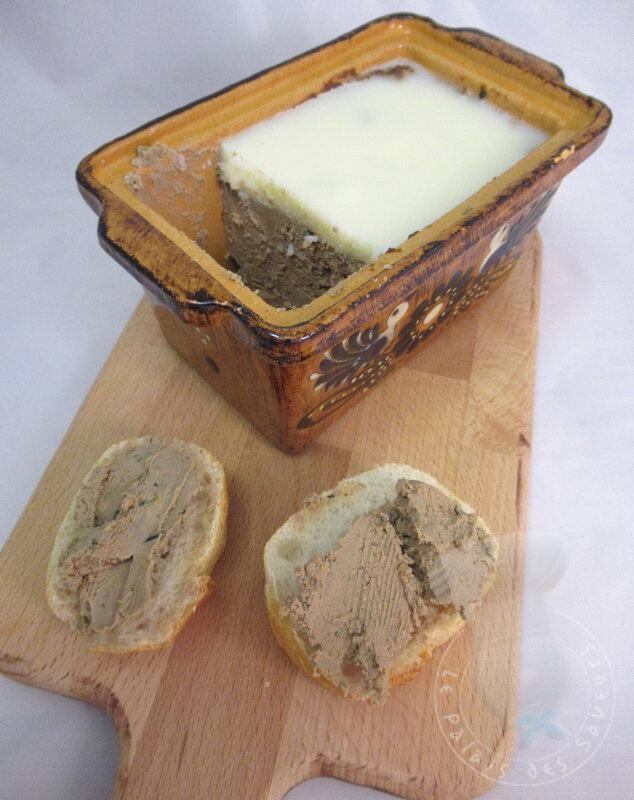 Terrine de foies de volaille au thym et romarin