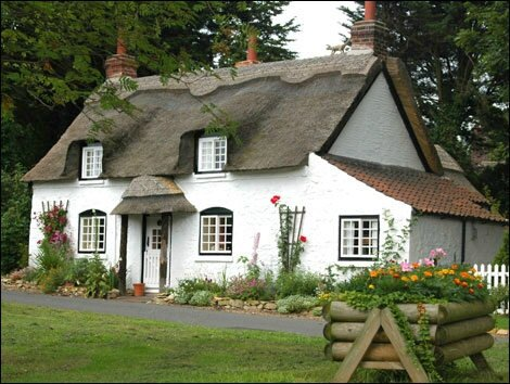 9567861thatched_cottage_470x354