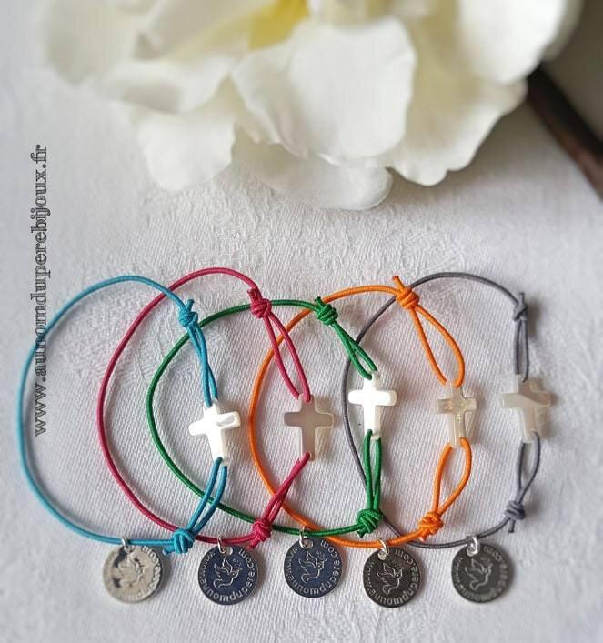 Bracelet Croix en nacre (sur fil élastique) - 12 €
