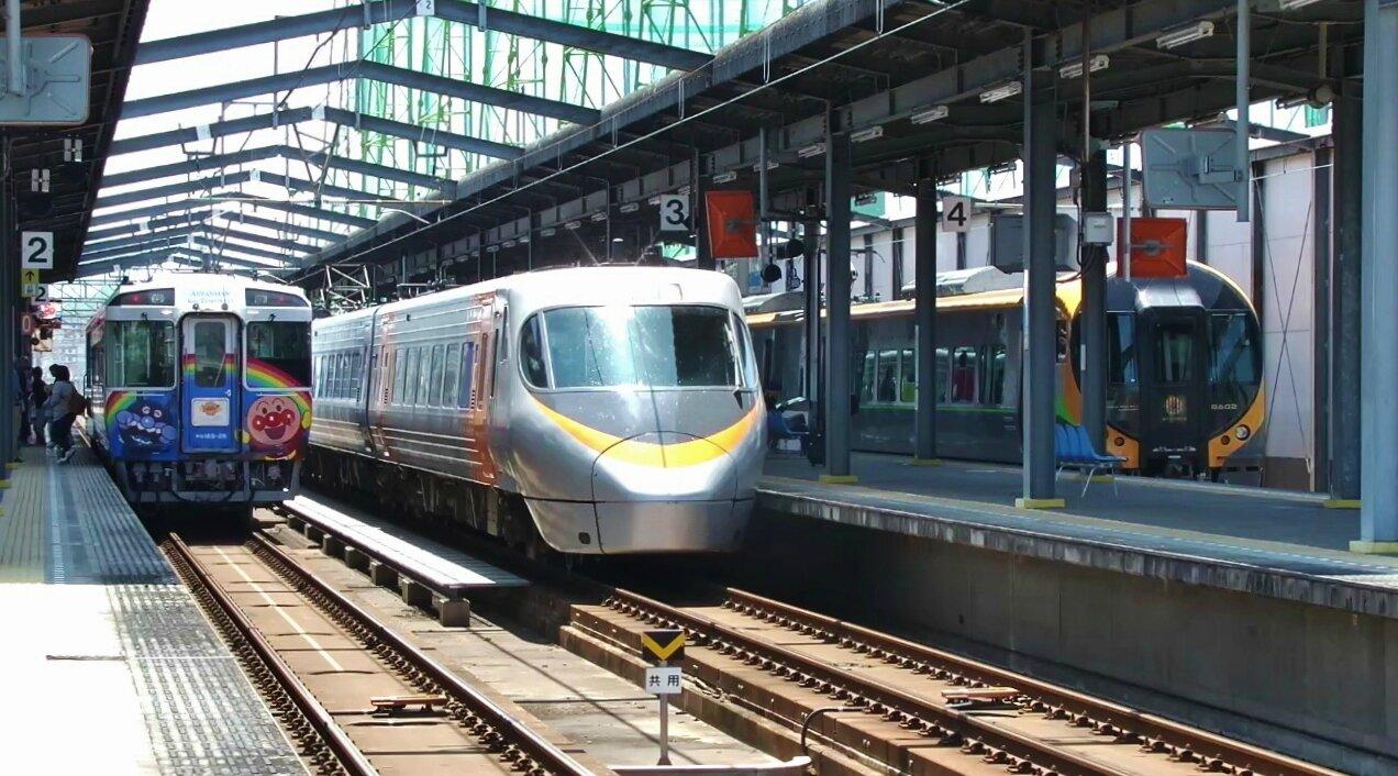 JR キハ185系 'Anpaman Torokko', 8000系 'Shiokaze', 8600系 'Ishizuchi', Utazu station