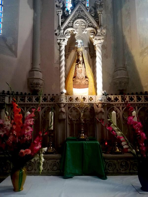 la statue de Notre Dame sur l'autel (2)