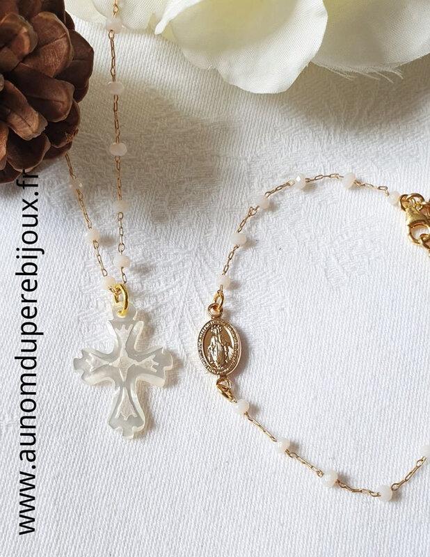 Ensemble collier Croix en nacre sur chaîne chapelet et bracelet Pleine de Grâces - 29 € le collier et 32 € le bracelet