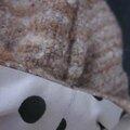 Chapeau AGATHE en lainage beige caramel avec fleur - doublure de coton écru à pois noirs (1)