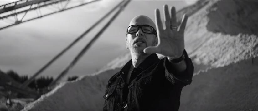 """""""Chante la rue chante"""" le nouveau clip de Pascal Obispo !"""