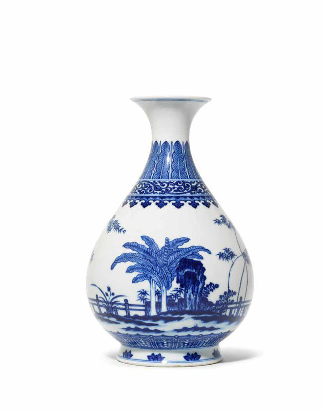 A very fine Imperial Ming-style blue and white vase, yuhuchunping, Qianlong seal mark and of the period (1736-1795)