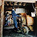 Mineurs aux marteaux perforateurs et auto pelle - St Pierre la Palud